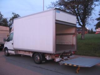 lieferwagen mieten lieferwagen mit alukofferaufbau und hebeb hne. Black Bedroom Furniture Sets. Home Design Ideas